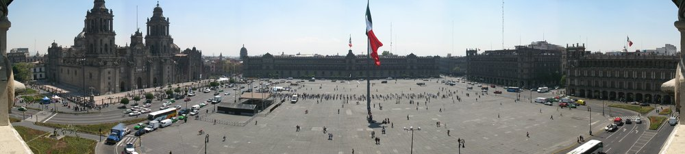 Zocalo_Panorama_seen_from_rooftop_restaurant.jpg