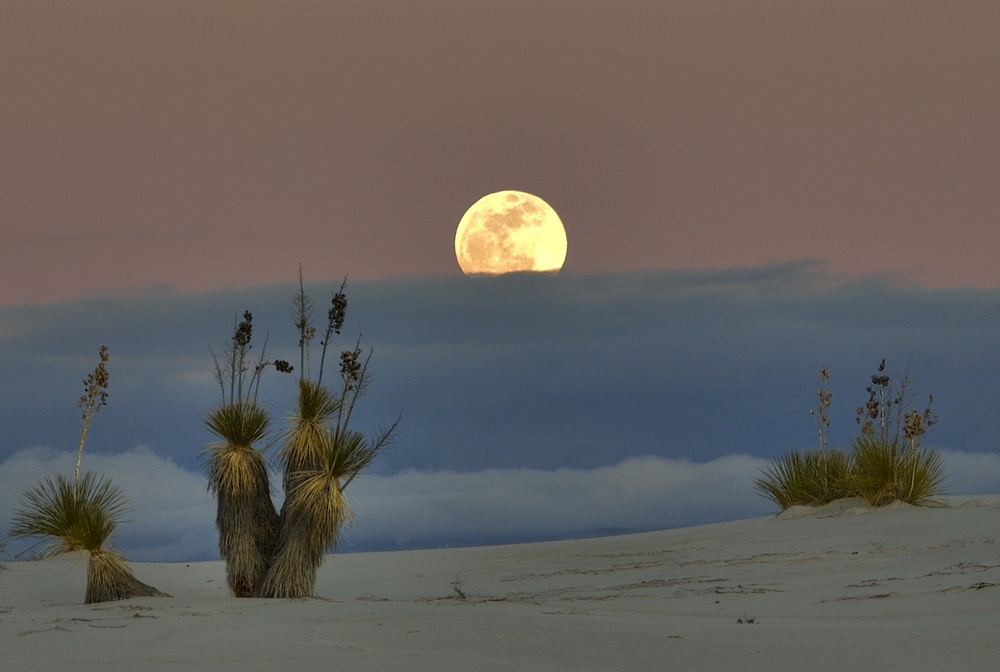 White_sands_moon_&_clouds.jpg