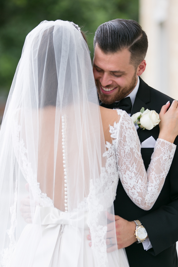 bride-and-groom-sweet-moment