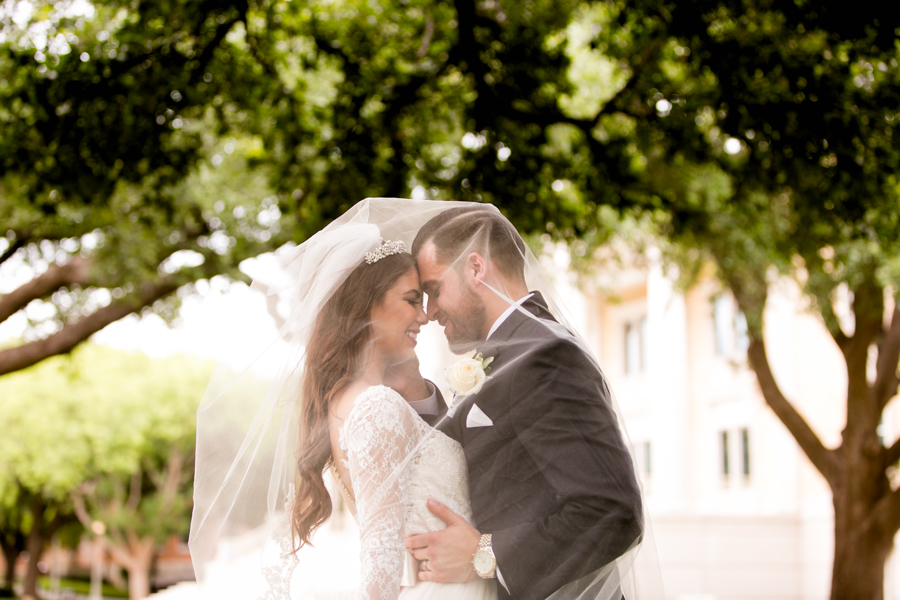 windy-wedding-veil-photo