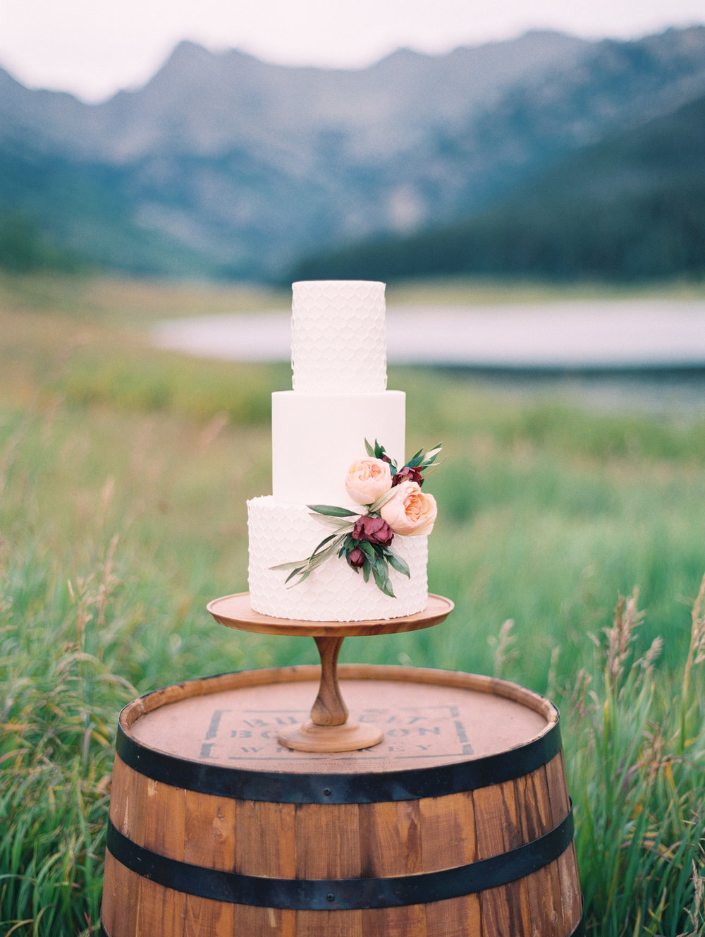 textured-wedding-cake