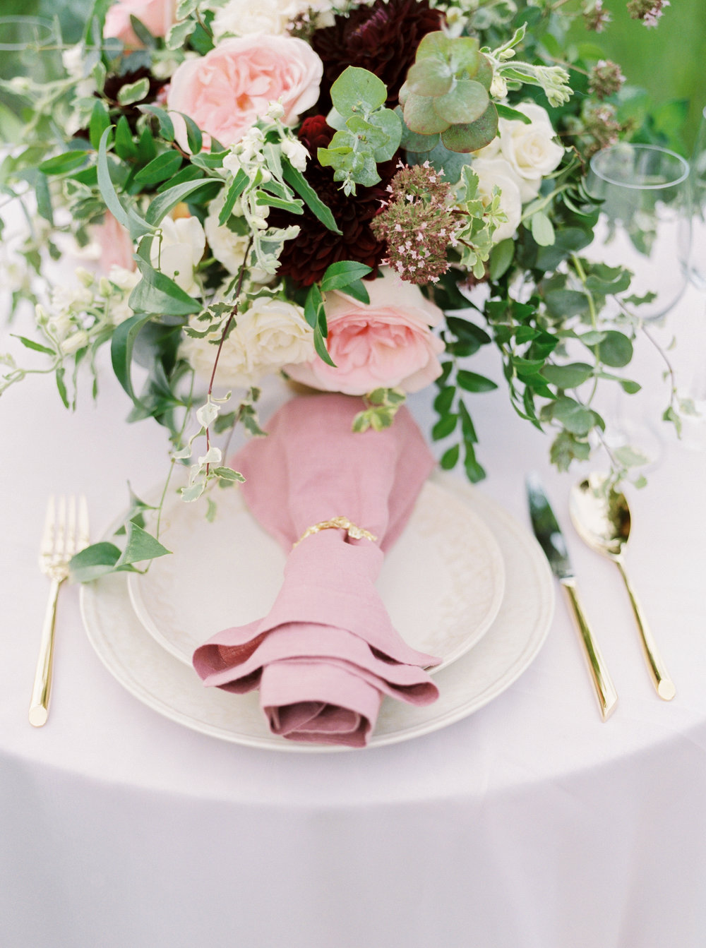 feminine-tablescape