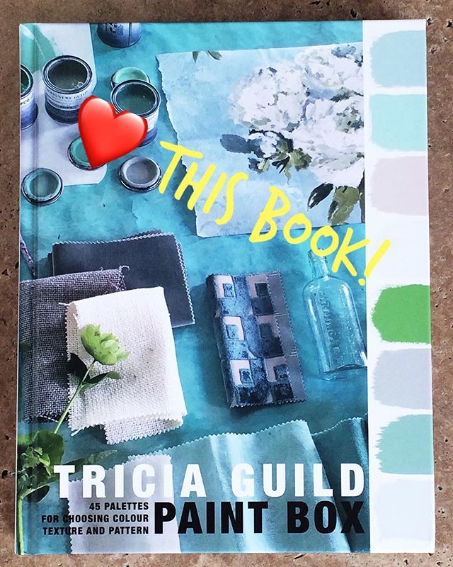 Look 👀 what just arrived in the mail today 😁 saw this book recently at a local bookshop and fell in love with the inspiration packed pages! Can't wait to use the colour combos in my paintings 😘  What arty type book is inspiring you lately?