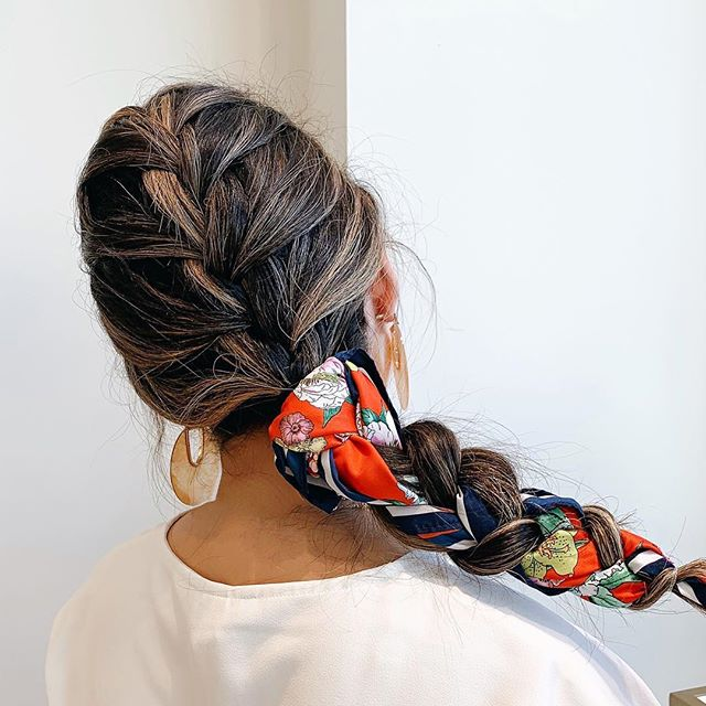 Hair tip: braid a cute scarf into your hair for an instant easy & chic look! ❤️ • • • • • #mua #menaglam #menagarciabeauty #makeupartist #hairstylist #ncglam #ncglamsquad #raleighmakeupartist #raleighmakeup #ncmakeupartist #raleighhairstylist #hairandmakeup #weddingmakeup #raleighmua  #raleighglamsquad #braids #hairtips #easyhairstyles #chic #fashion #styletip #frenchbraids