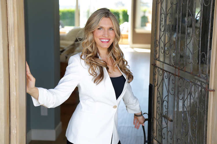 """Shelton W. - Luxury Real Estate AgentKylee W. - Founder of SociaalGrid """"Jennifer is AMAZING!! While working with her she helped me to create a new logo, plan a photo shoot, create an entire new website and start a Facebook group for my clients all in 30 days! She's encouraging, knowledgeable, positive and inspiring! I highly recommend Jennifer!"""""""