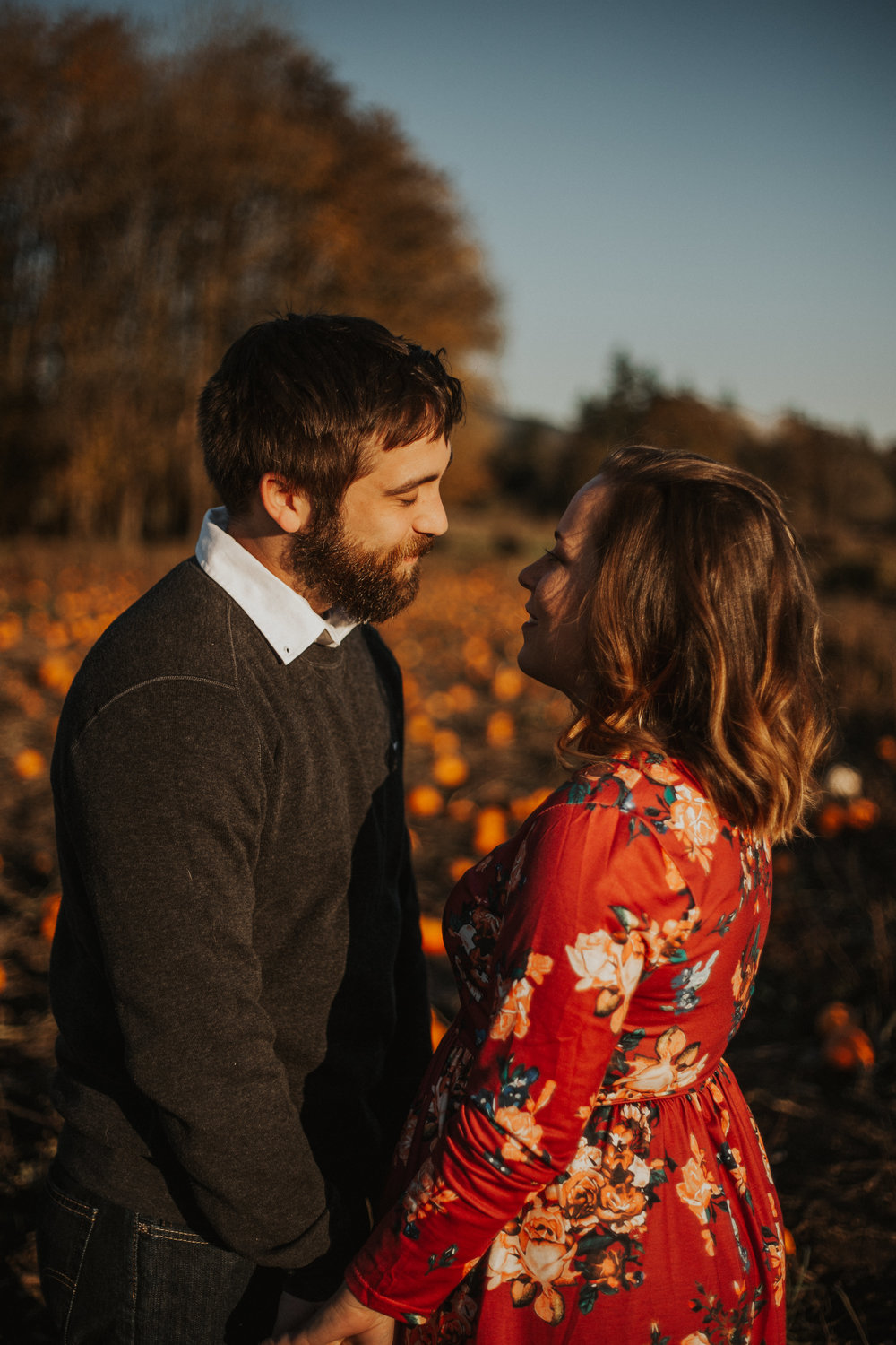 August-Muse-images-taylor-kelsey-vancouver-pumpkin-patch-washington-engagement-16.jpg