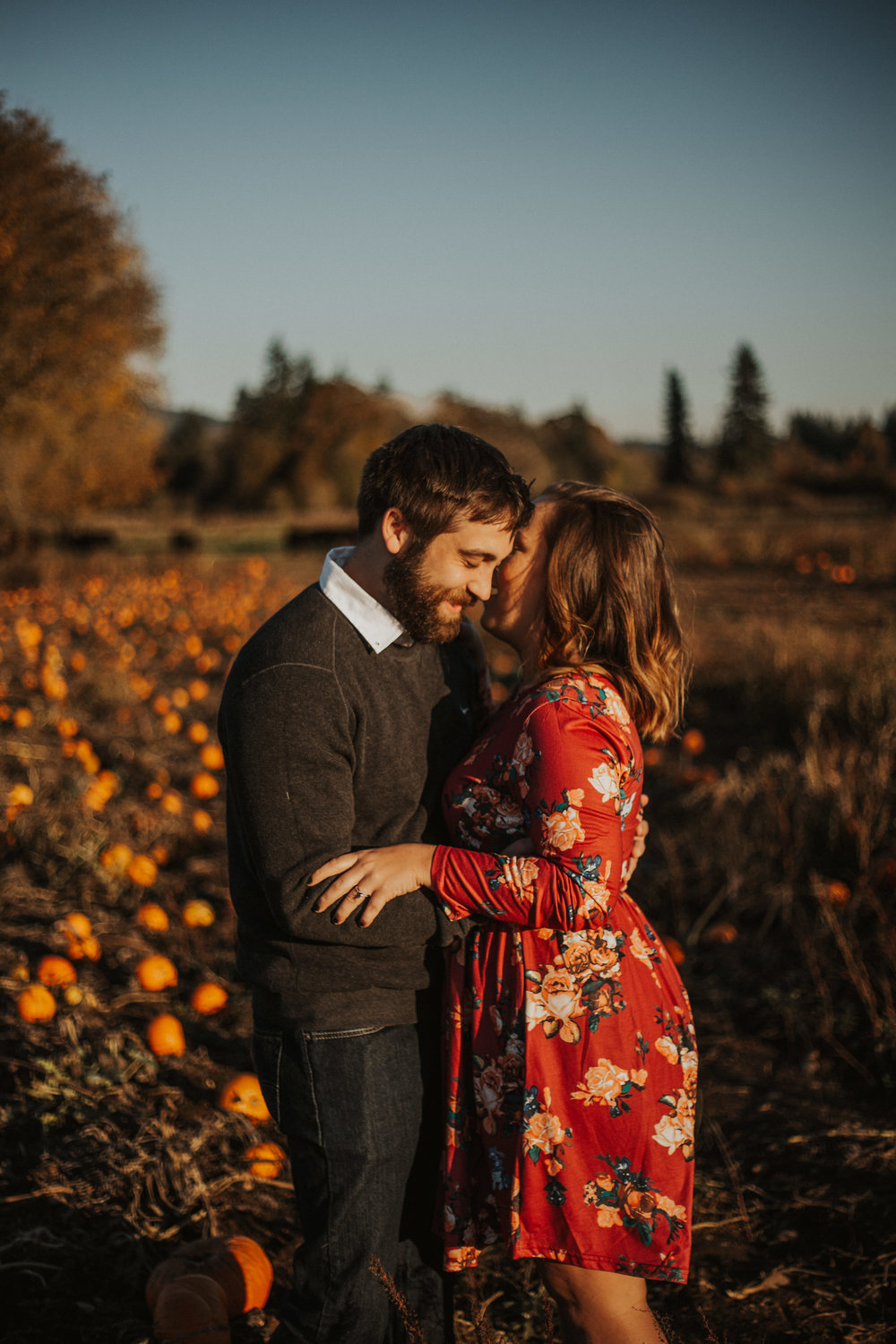 August-Muse-images-taylor-kelsey-vancouver-pumpkin-patch-washington-engagement-15.jpg