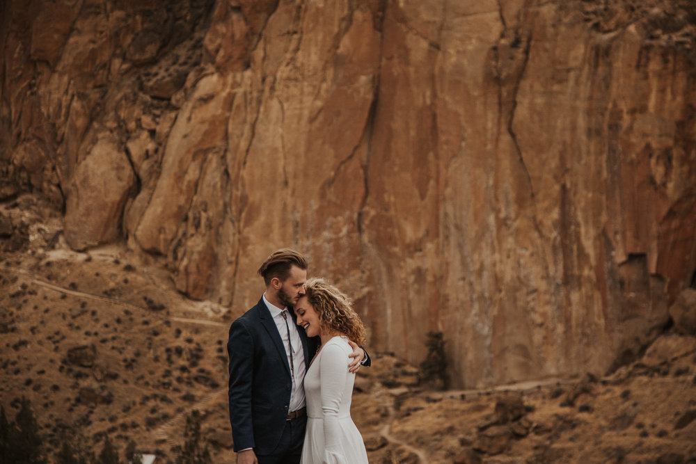 August-muse-images-smith-rock-elopement-oregon-bri-dylan-12.jpg