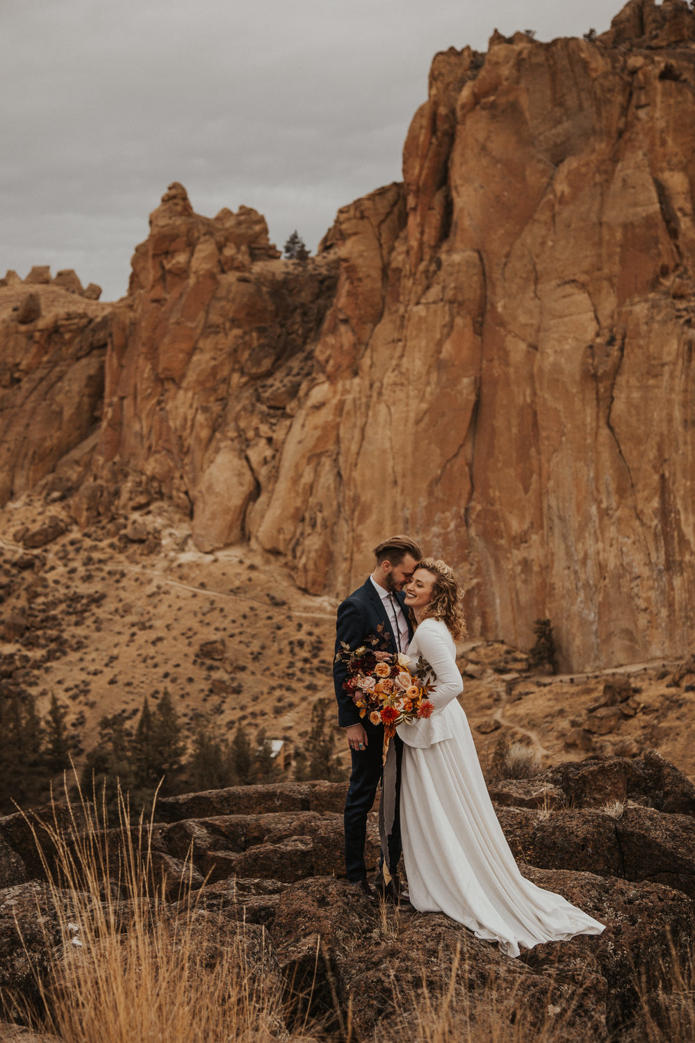 August-muse-images-smith-rock-elopement-oregon-bri-dylan-13.jpg