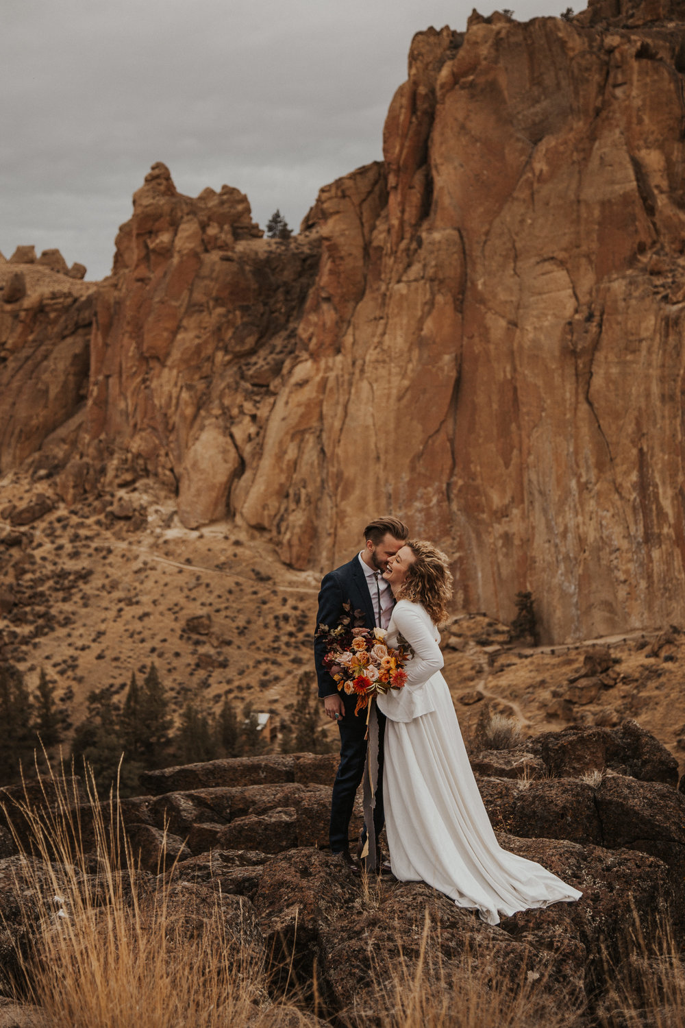 August-muse-images-smith-rock-elopement-oregon-bri-dylan-14.jpg