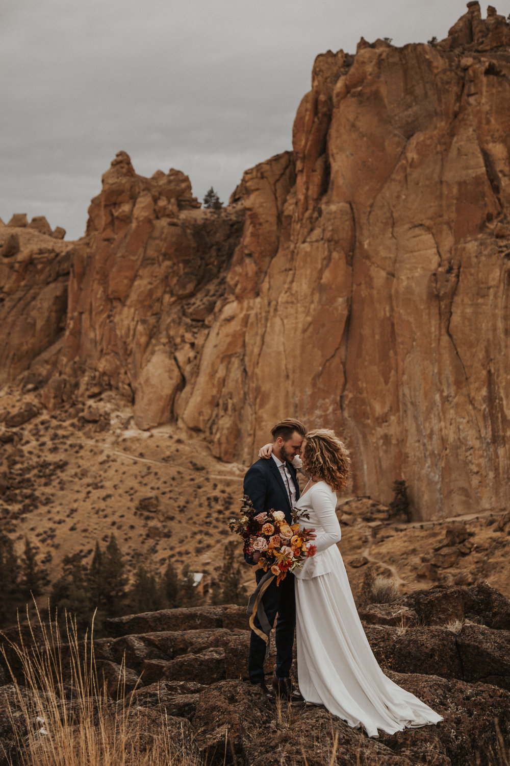 August-muse-images-smith-rock-elopement-oregon-bri-dylan-15.jpg