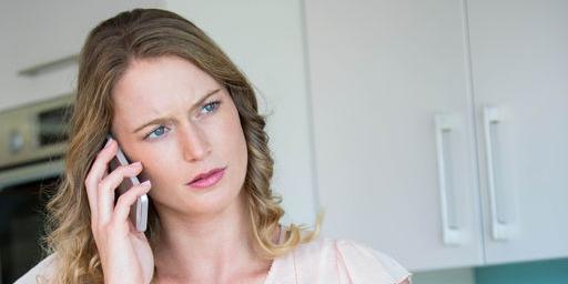 Emma behöver ofta ringa till sin mamma, och får inte alltid svar.