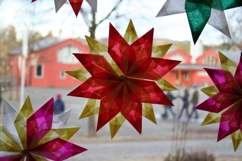 Steinerskolen i Bærum ønsker alle en riktig god jul og velkommen igjen på nyåret.