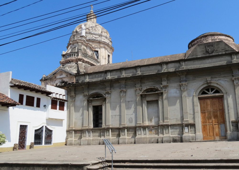 granada-nicaragua-church