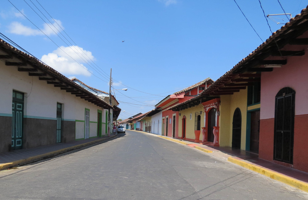granada-nicaragua-street