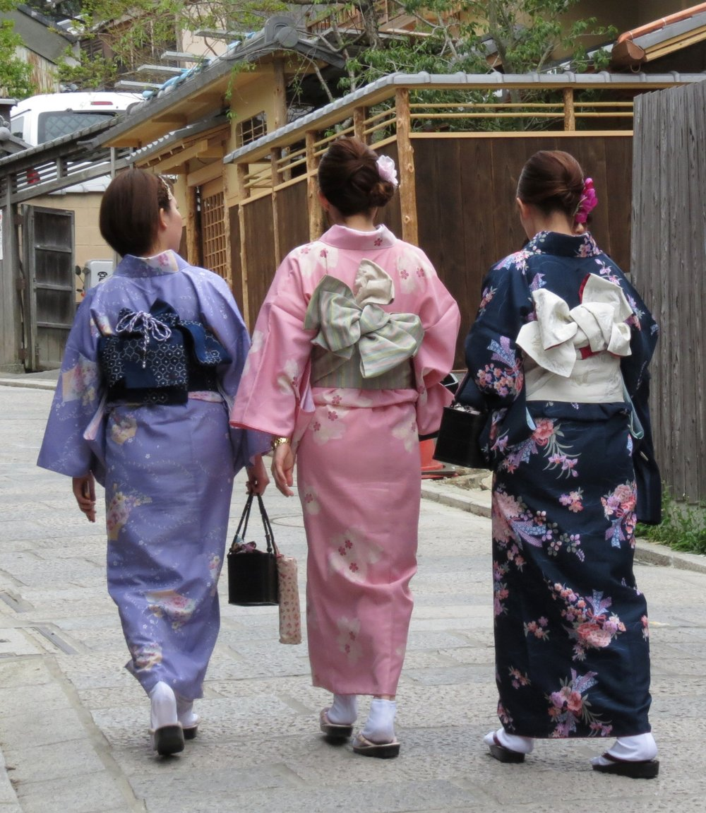 kyoto-japan-traditional-dress-gion
