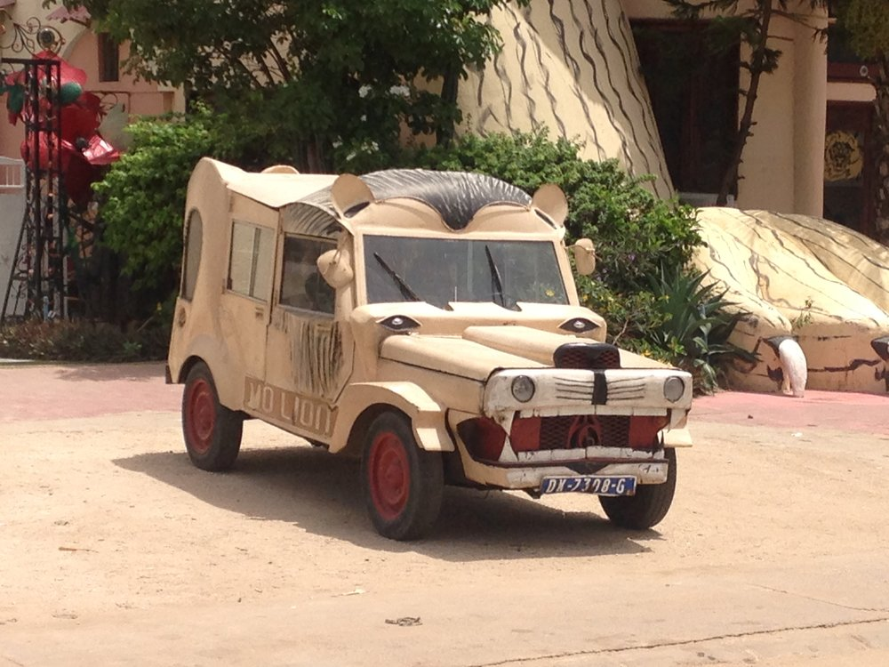 lion-safari-car