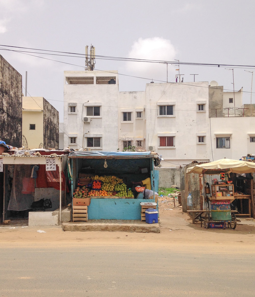 Living in Dakar as expats, we buy our fruits and vegetables from the local neighborhood fruit stands.