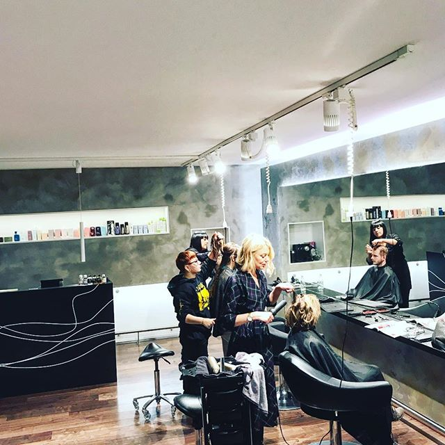 turbulenzen #0711#atwork#haircut#style#weloveit#longbob#beachwaves#thankyouforcoming ...