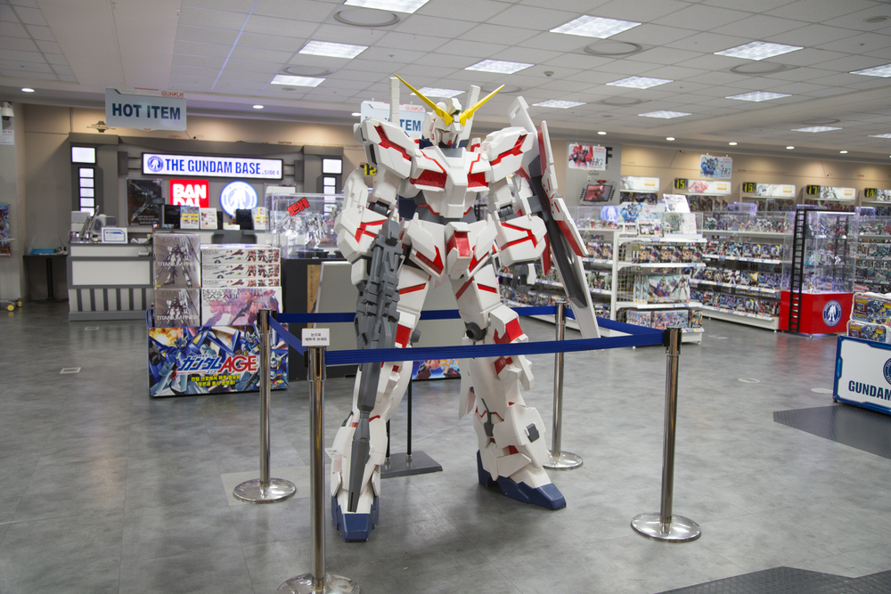 I stumbled upon a giant Gundam Mobile Suit store and I just couldn't resist :)