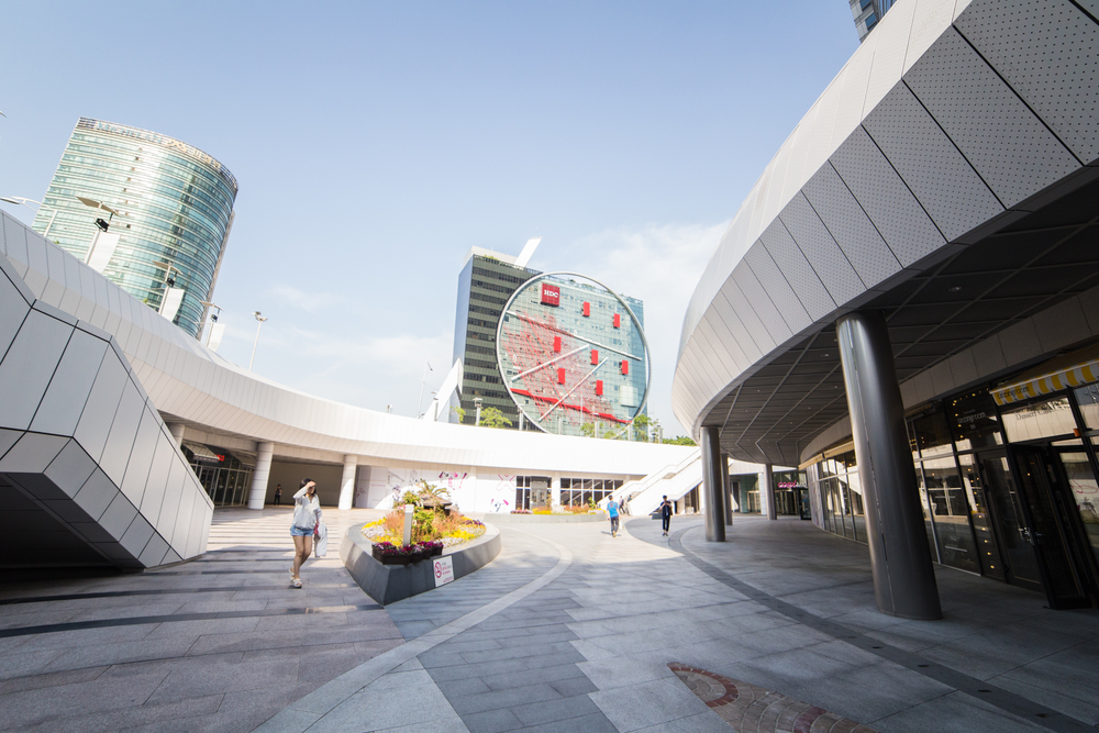 I noticed the convention center had similar design characteristics to the Dongdaemun Design Plaza