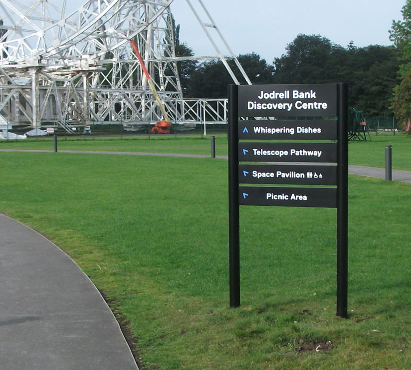 Dataplank directional post sign