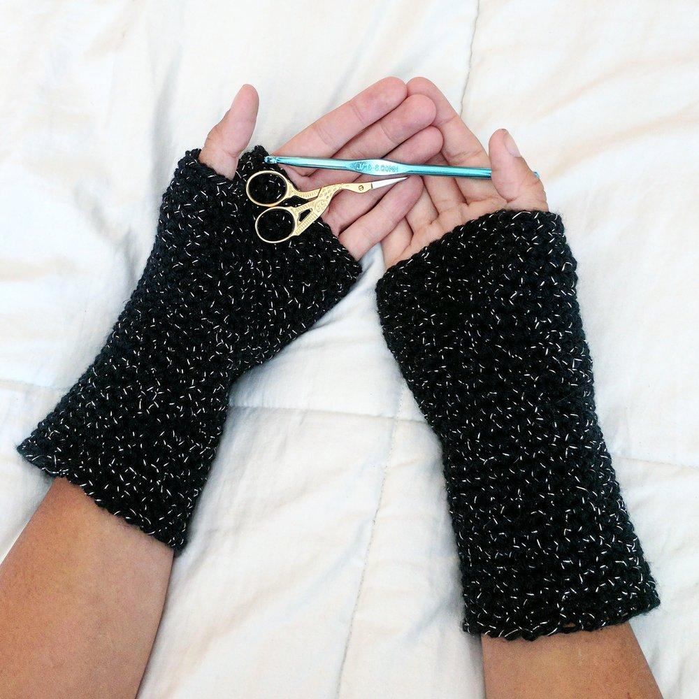 astor_fingerless_gloves_crochet_pattern_21.jpg