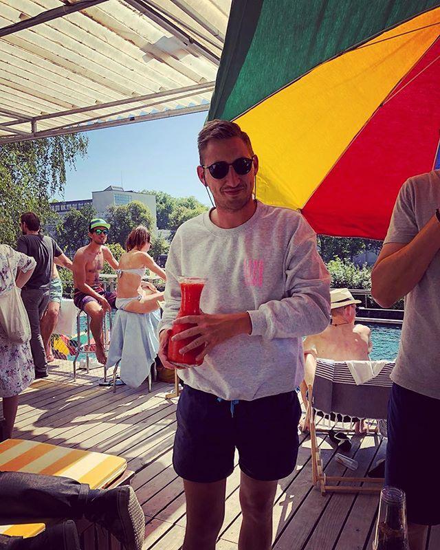 Frozen Margaritas und ganz viel Sonne - only at Sonnendeck! 🌞🎉🍹#streeparade #zürich #sun #offparade #sonnendeck #livelifelike #obererletten @visitzurich @sonnendeck_zurich @primitivo_obererletten