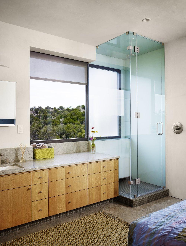 090525_upstairsbathroom2 37468.jpg