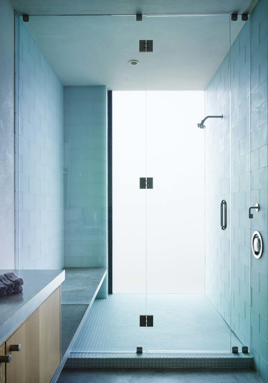 090525_upstairsbathroom.jpg