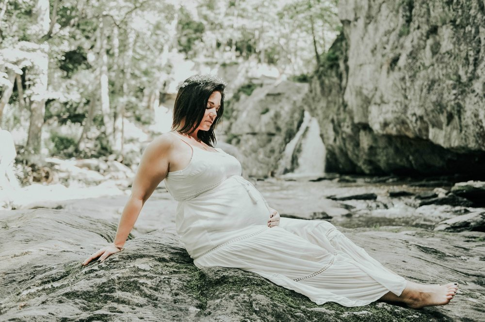 SHORT + SWEET Mini maternity session - only available with booking of newborn session.  $200: 45 minutes + one location + artist's choice of hand-selected images, delivered digitally