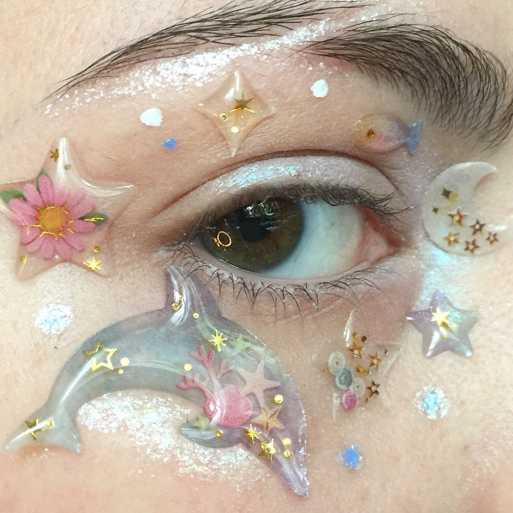 """""""I would say that 75% percent of the time I am wearing last night's makeup. And I don't care."""" - -Juliana Horner @vesperucca[Photo 