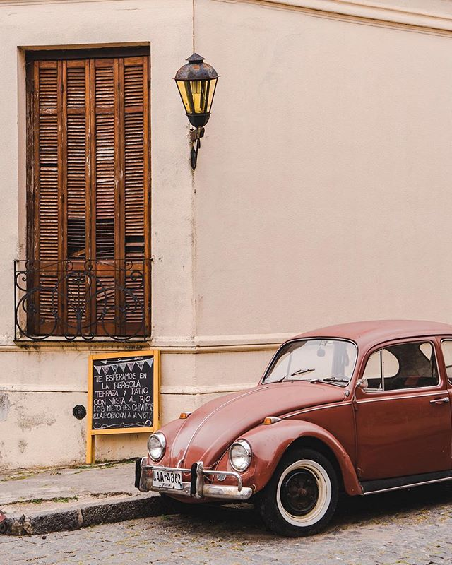 Only an hour-long ferry ride away from Buenos Aires, and it seems like we've traveled back in time to the retro days of Uruguay. Have you been to Colonia? (📷: participant @livelikeitsthewknd) . #BeUnsettled #UnsettledBA #EmbraceTheUnknown