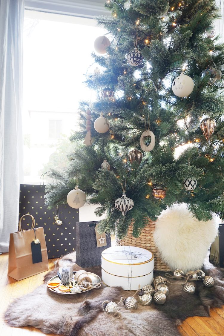 GINNY_MACDONALD_CHRISTMAS_2018_NEUTRAL_TREE.jpg