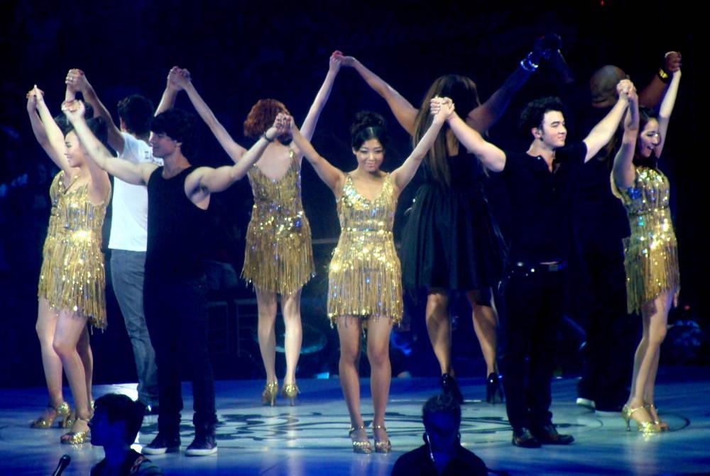 The Wonder Girls on stage with The Jonas Brothers, 2009.  Credit: kimyoobin.wordpress.com
