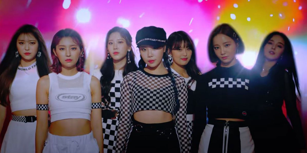 """MOMOLAND Members Exclaim """"I'm So Hot"""" in Their New Music"""