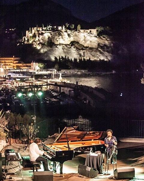 • View • #jazzlovers #cassisjazzfestival #singerontheroad #andremanoukian Photo: Lionel Degio