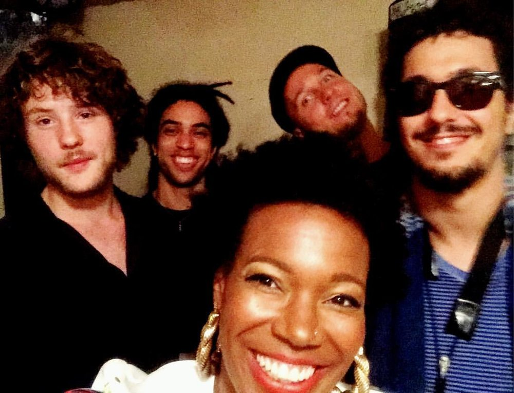 Team 🙌🏾💗🎉 #ramatuelle #jazzaramatuelle #france #singerontheroad  (at Théâtre De Ramatuelle)