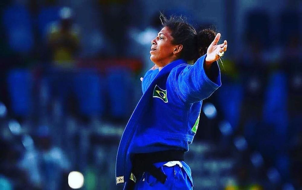 From the #cityofgod to Olympic #goddess 🏅#RafaelaSilva #womansjourney #goldmedal #judo #brasil #blackgirlmagic #whentheoddsareagainstyou #inspiration