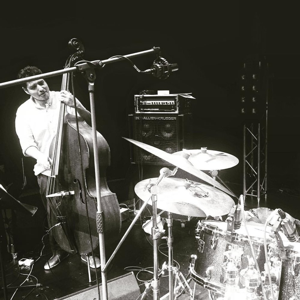 Gentle giant 💗🙌🏾🤘🏽 #JoshHari #bass #germany #unterföhring #musicians (at Bürgerhaus Unterföhring)