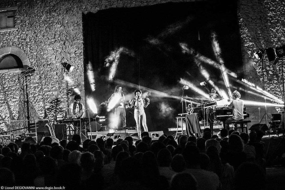 Last night. Photo: Lionel Degiovanni www.degio.book.fr 🙌🏾🔥💗 #musicisthemagic #estivalesdestaillades #lestaillades #luberon #luigigrasso #marijusaleksa #joearmonjones #lukewynter (at Les Taillades, Provence-Alpes-Cote D'Azur, France)