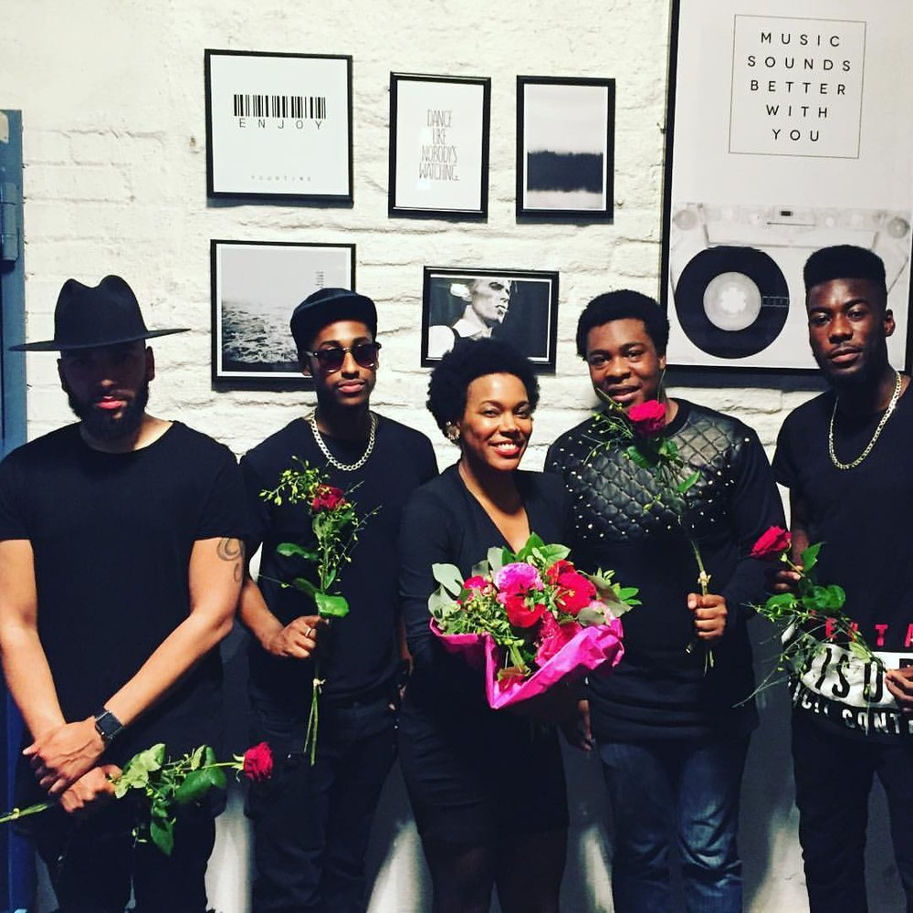 We all got flowers tonight. 💗 #Munich #unterfahrt #Germany #breakingpoint #whateverEp #music #soul #jazz #blues #EmanAntwi #MarcusMcNeish #FlowFourlin #DanielAdekubge #singerontheroad (à Jazzclub Unterfahrt)