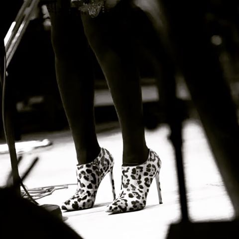 Shoes @louboutinworld Tights @wolfordfashion #Switzerland #singerontheroad 📷: Yvan Laubscher 👠