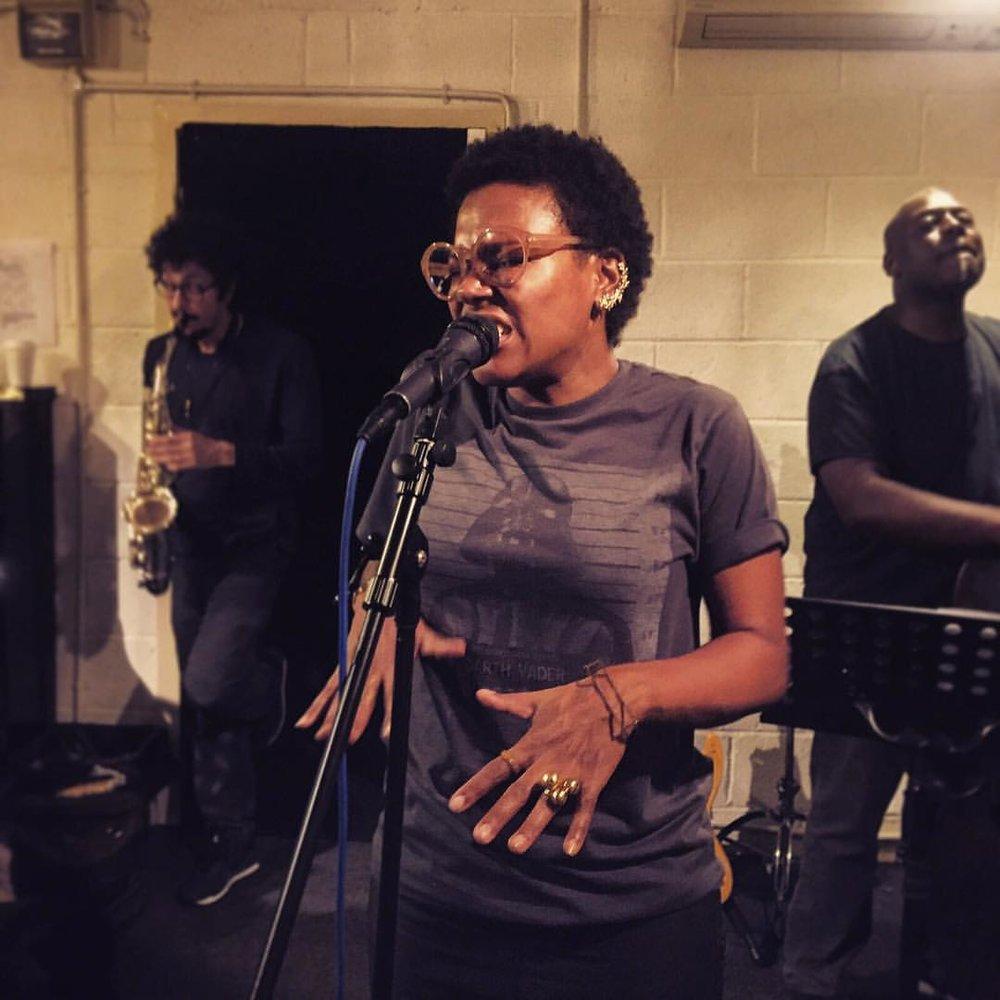 Channeling my inner #soulsister 📷 @marshallmusic #rehearsal @thereallevelneville #luigigrasso @lukesmithmusic #marijusaleksa #london #breakingpoint #snapmanagement  (à Premises Studios)
