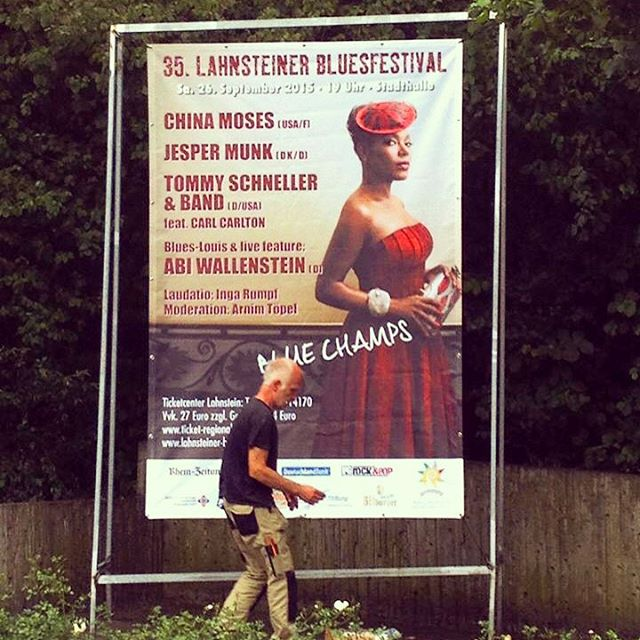 #postergirl Playing the #lahnsteiner #bluesfestival September 26th #thatisabigposter 🎶🎶🎶🎶💕💕💕📷 #benoitpeverelli 👗👠 @anneannainsta 💄#angloma #breakingpoint