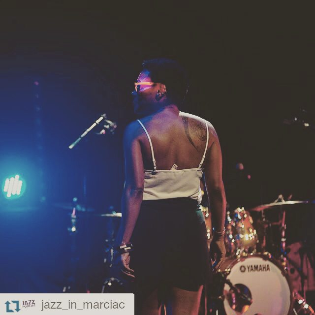 #soundcheck #fluoglasses #Repost @jazz_in_marciac ・・・ La balance de @chinamoses, quelques heures avant le début de son concert… - photo ‪#‎JIM2015‬ © Thomas Liardet