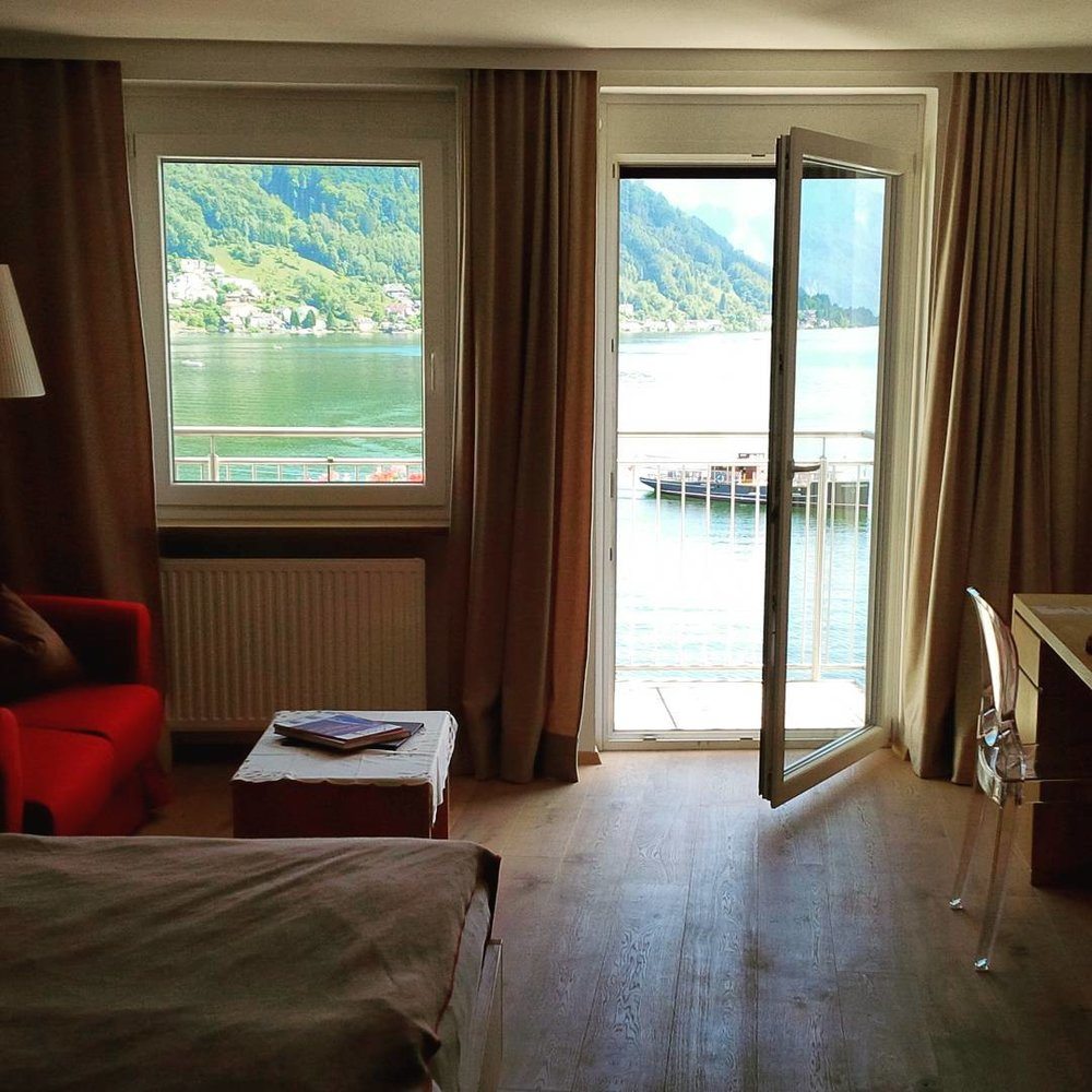 #hellomysuite After 2 planes and 1 hour car ride when you walk into your room and you have this kind of view. #sweet #gmunden #seehotelschwan #singerontheroad #austria #hotellife #hotel