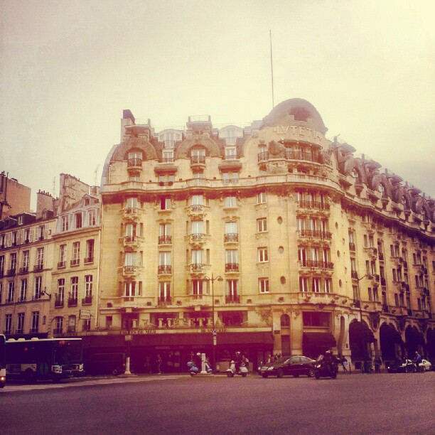 #parisianstyle The beautiful #lutetia #hotel where I took the picture for #crazyblues with #benoitpeverelli #souvenir #singerontheroad #paris