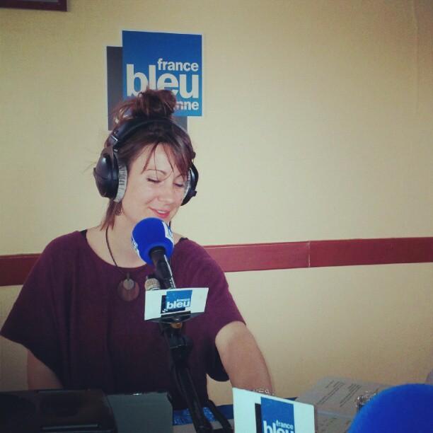 En direct avec #francebleu #Mayenne je vous présente Laure. #smile #radio