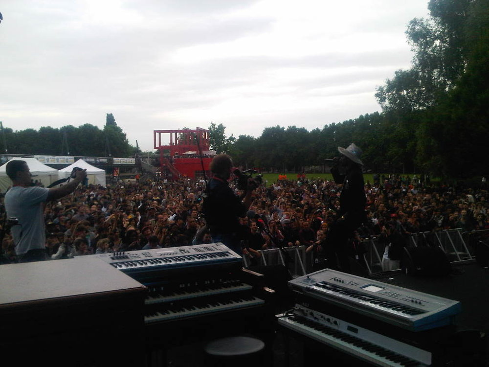 Theophilus London on stage now! Only the brave block party!